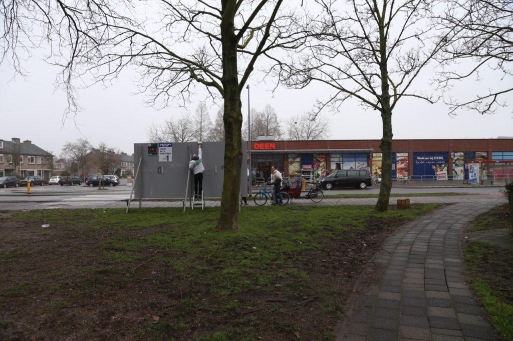 Plakken bij de Deen in Weesp